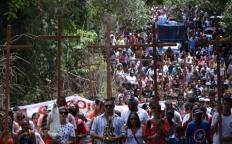 Via-Sacra Jovem reúne milhares de pessoas e destaca respeito à natureza