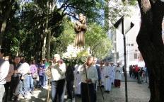 Fiéis celebram Santo Antônio