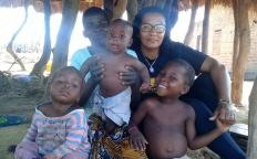 Familiares e amigos pedem doações para missionária que contraiu malária cerebral na África