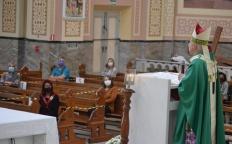 Depois de três meses, Catedral reabre e recebe 30 fiéis